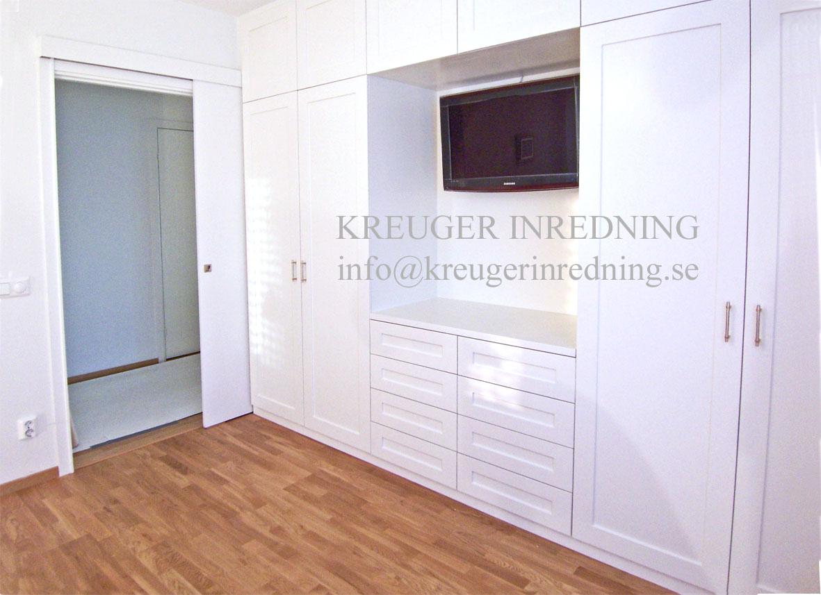Kreuger gard modern sovrum tv